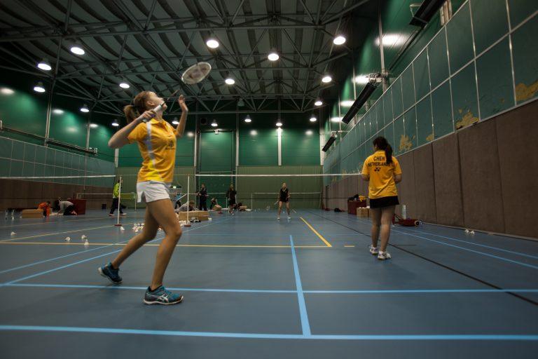 Comment bien servir au badminton ?